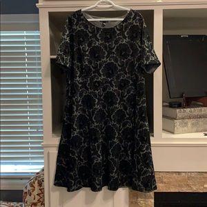 Land's End black dress w velvet flowers. 2X. 20/22